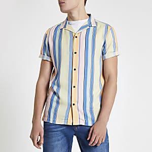 Chemise rayée jaune à manches courtes à revers