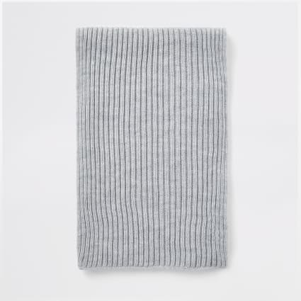 Grey ribbed knit scarf