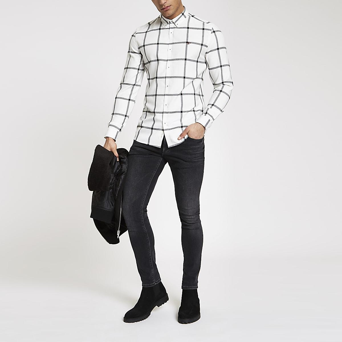 Chemise à carreaux blanche à boutons et manches longues