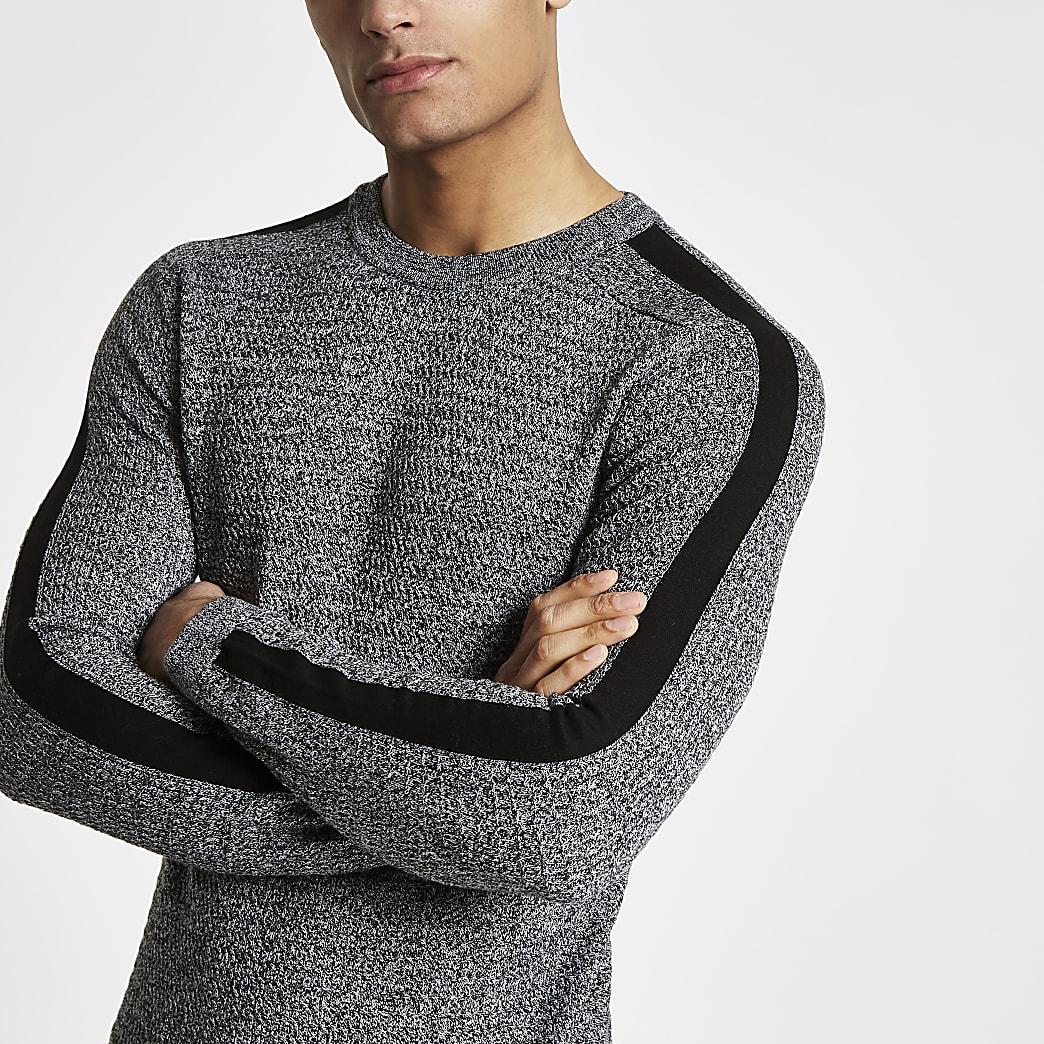Pull gris ajusté en tricot torsadé