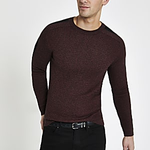 Dunkelroter Muscle Fit Pullover mit Zopfstrickmuster