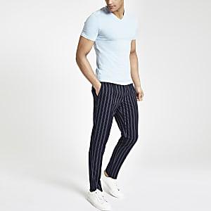 Hellblaues Muscle Fit T-Shirt mit V-Ausschnitt