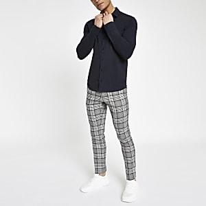 Marineblauw aansluitend overhemd met lange mouwen en knopen