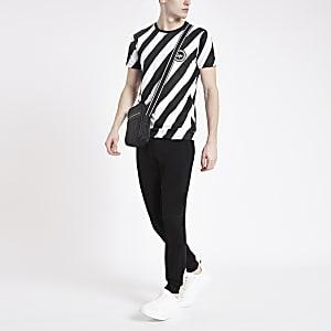 Hype – T-shirt à imprimé chevrons noir