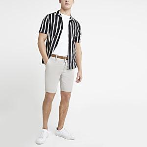 Short chino skinny grège avec ceinture