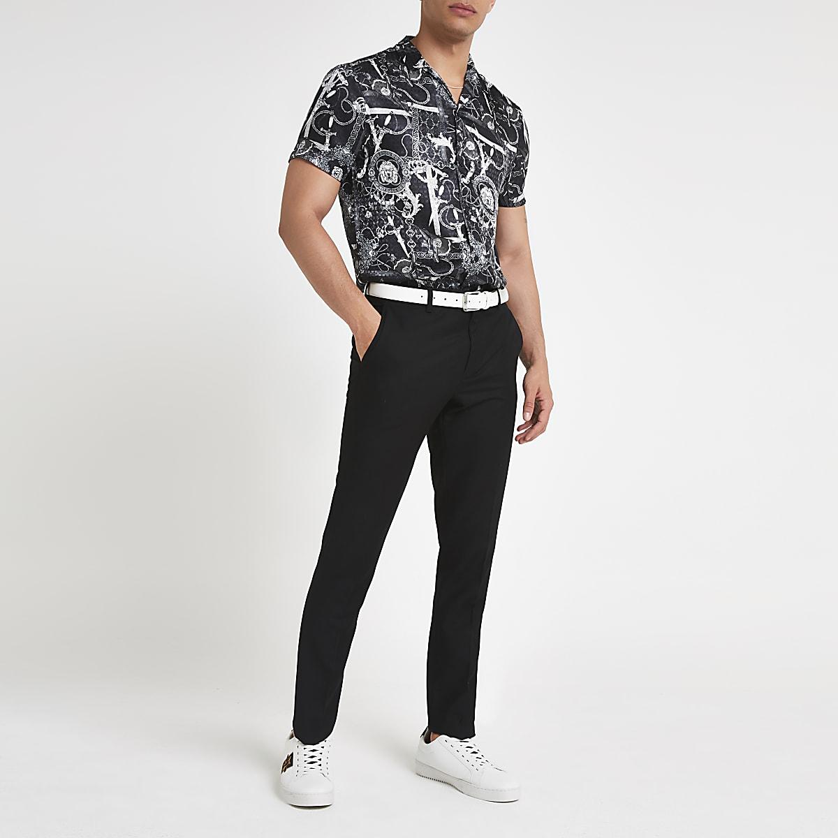 Schwarzes Kurzarmhemd mit Barockmuster