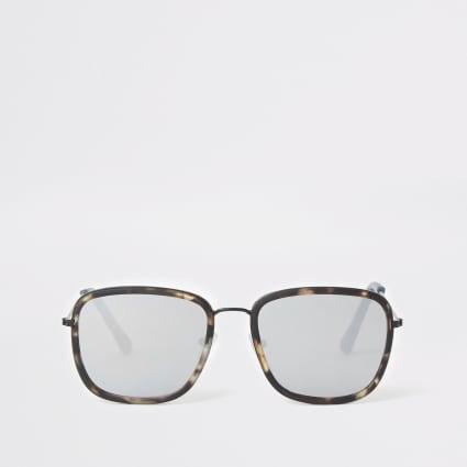 Grey tortoise shell navigator sunglasses