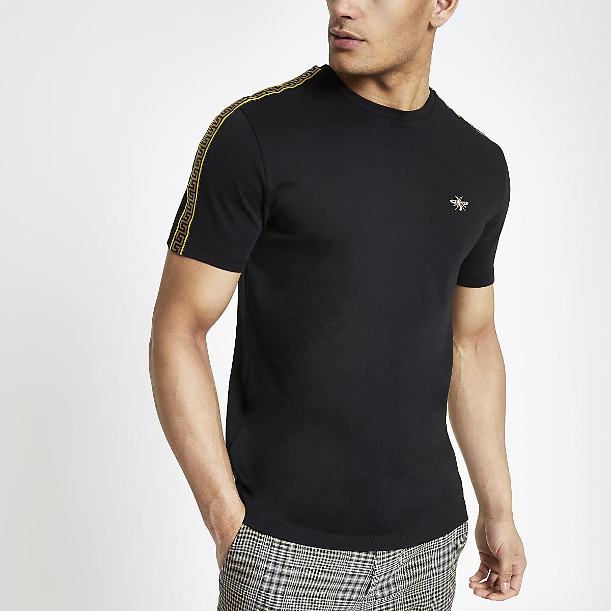 Zwart slim-fit T-shirt met bies aan de mouwen