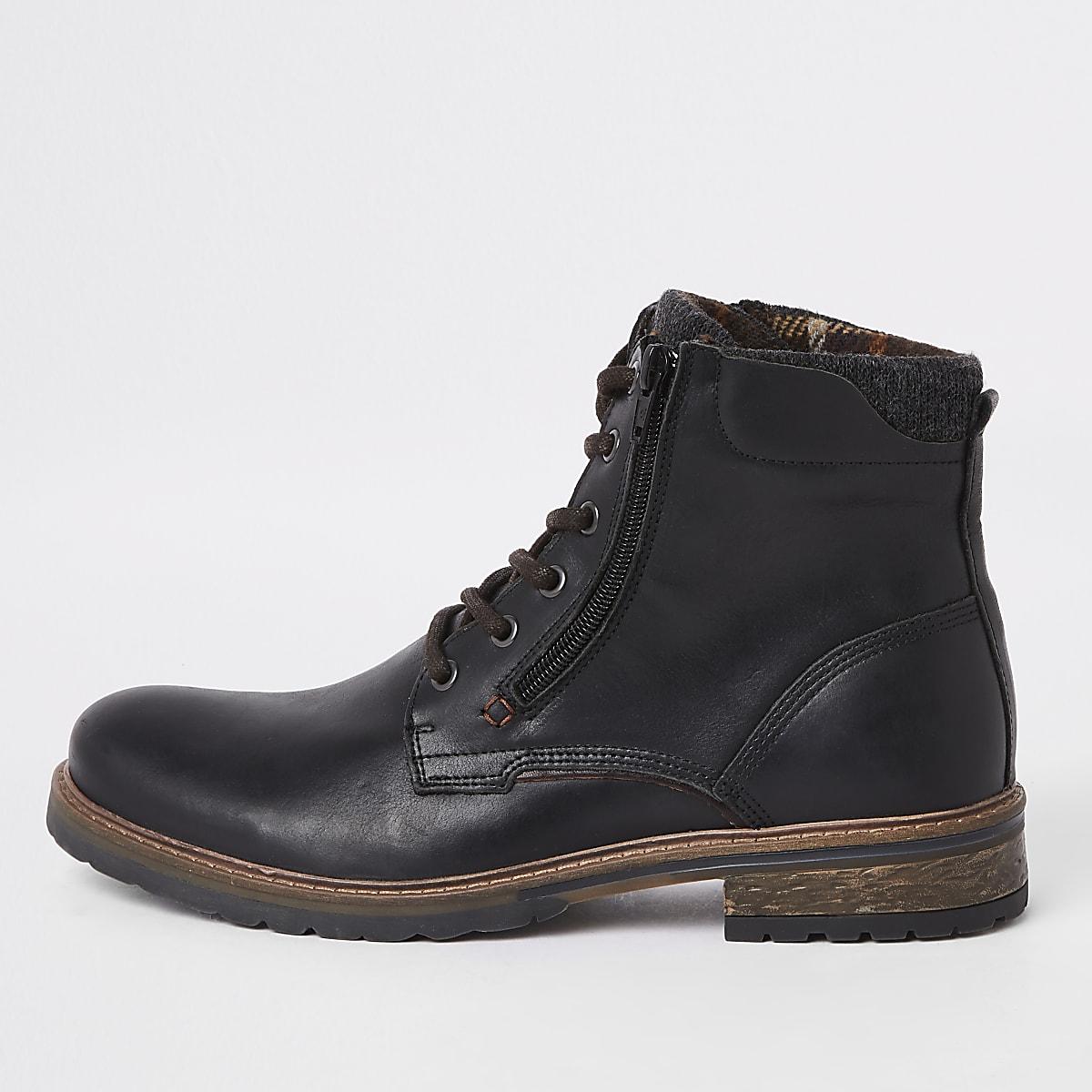 Bottes en cuir noires à lacets et zip latéral