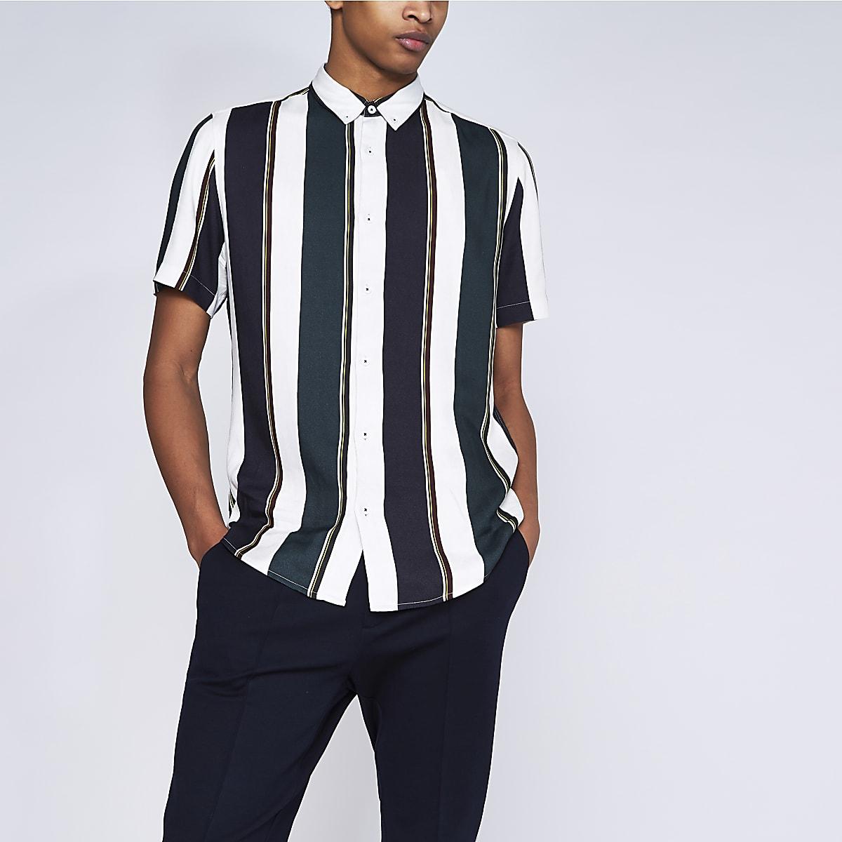 Weißes, gestreiftes Slim Fit Kurzarmhemd