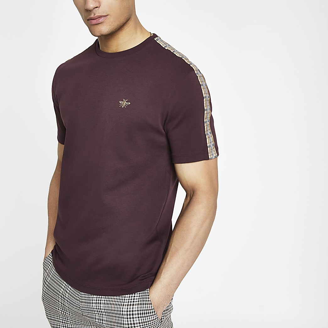 T-shirt slim bordeaux avec manches à bande à carreaux
