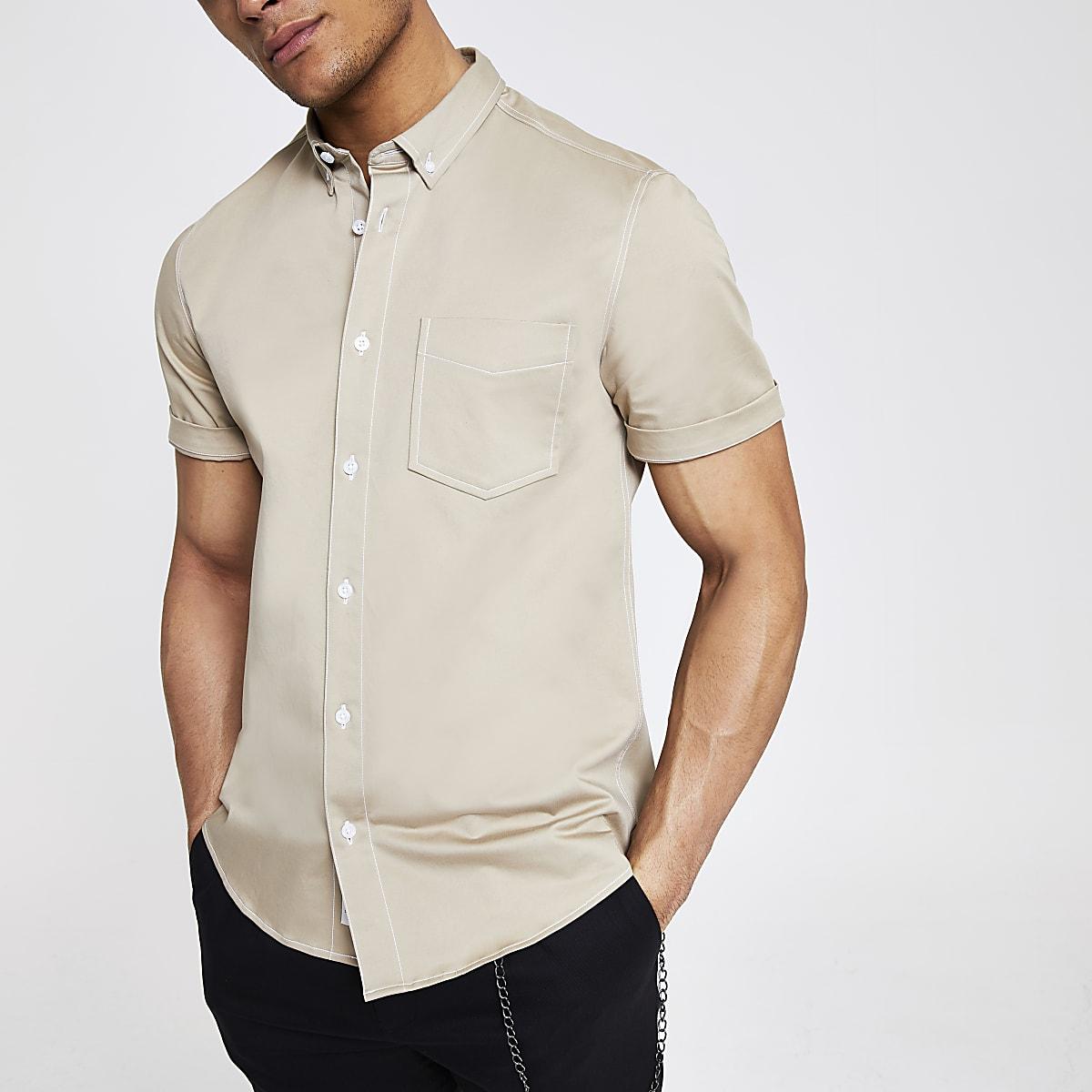 Ecru slim-fit overhemd van keperstof met korte mouwen