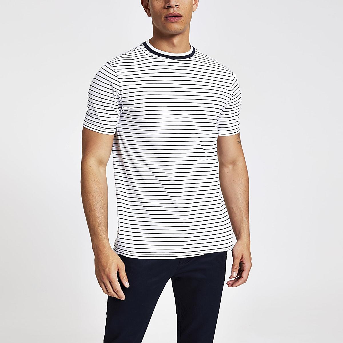 Wit gestreept aansluitend T-shirt