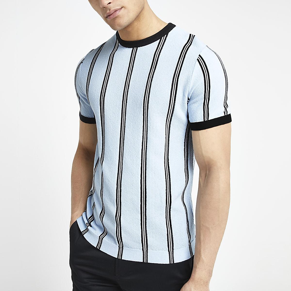 Lichtblauw gestreept aansluitend gebreid T-shirt