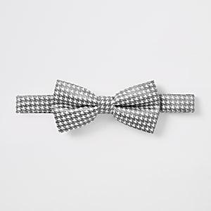White houndstooth metallic bow tie