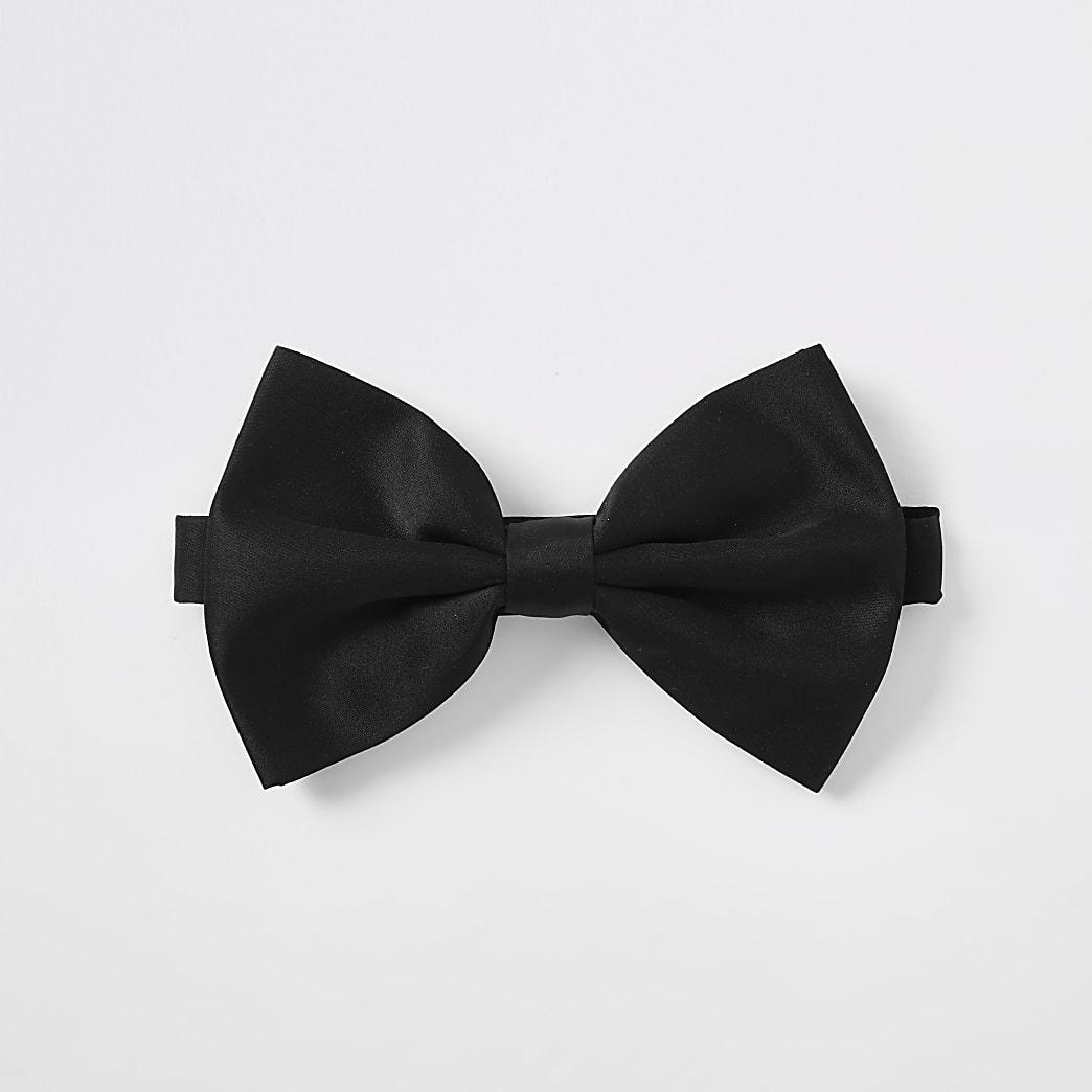Black oversized bow tie