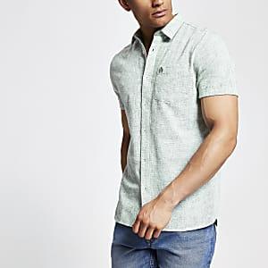 Dunkelgrünes strukturiertes Hemd mit kurzen Ärmeln