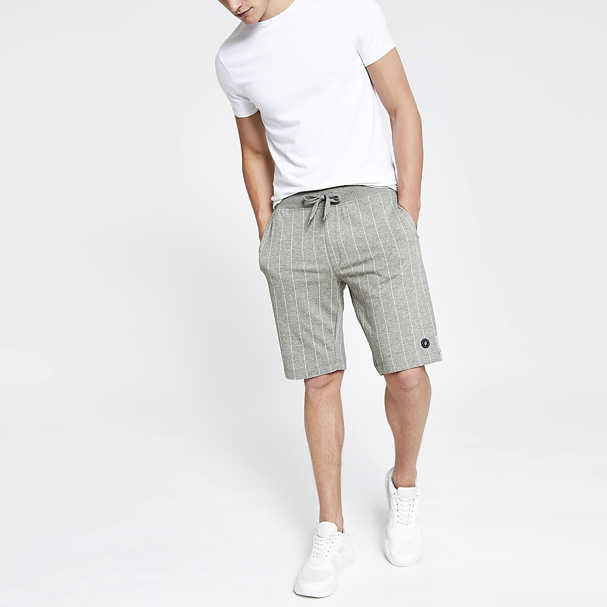 Jack & Jones – Graue Jersey-Shorts mit Nadelstreifen