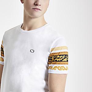 Criminal Damage - Wit T-shirt met barokprint op de mouwen