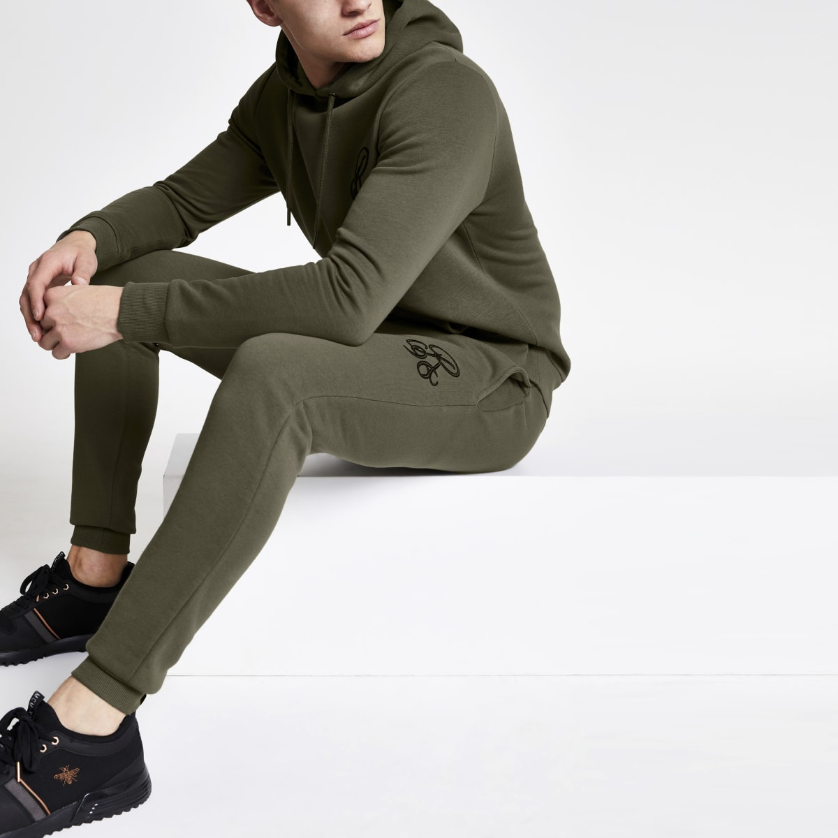 R96 khaki muscle fit joggers