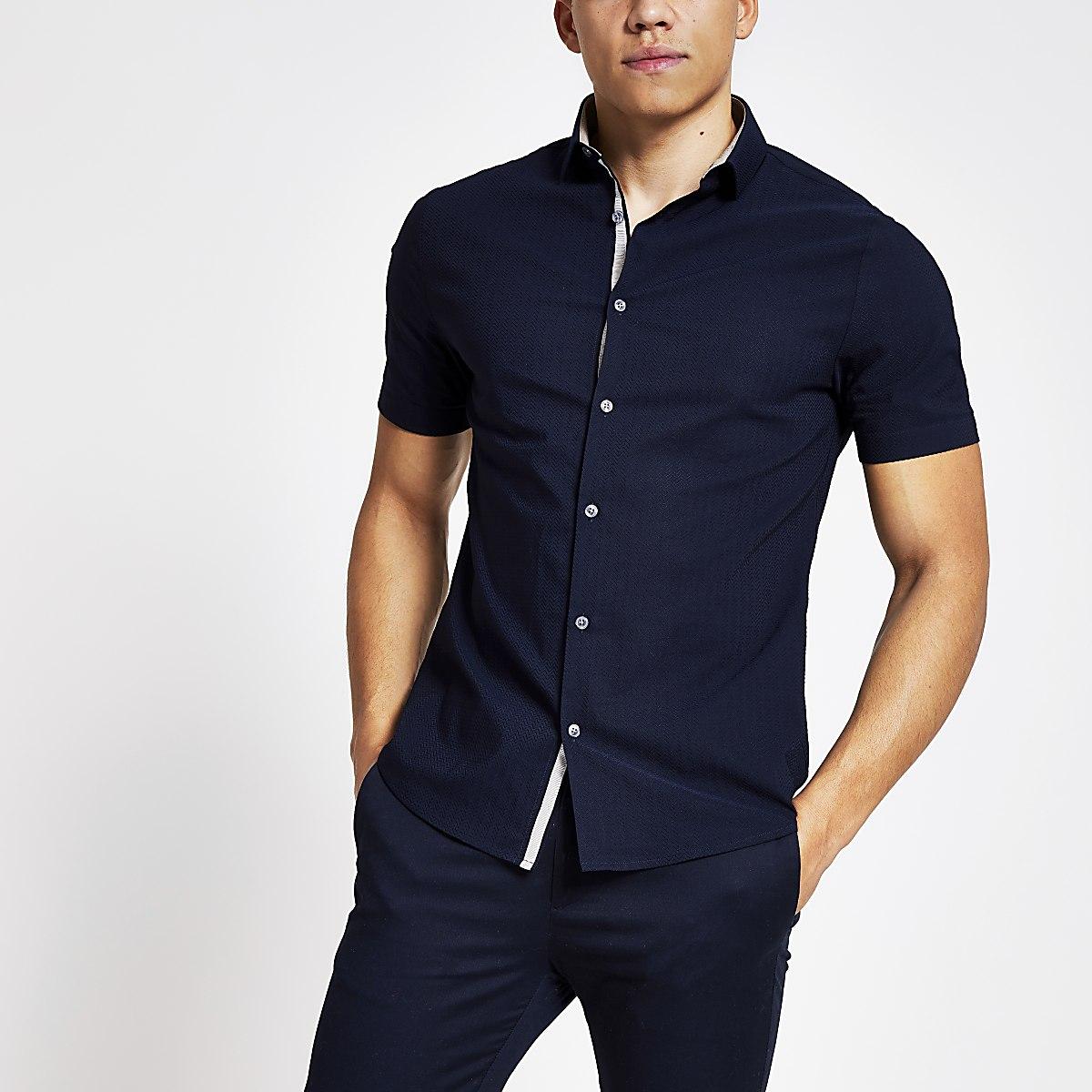 Marineblauw slim-fit overhemd met textuur en korte mouwen