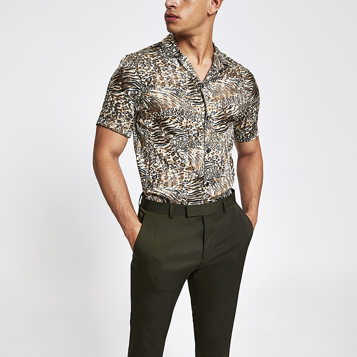 Braunes, kurzärmeliges Hemd mit Animal-Print