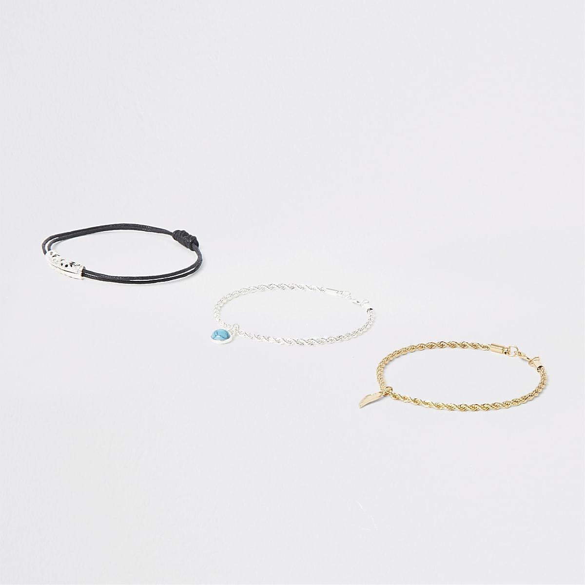 Lot de 3 bracelets avec breloques, un doré, un argenté
