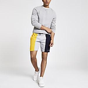 R96 - Gele slim-fit jersey short met kleurvlakken