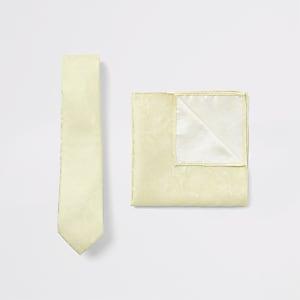 Set mit gelber, geblümter Krawatte und Einstecktuch