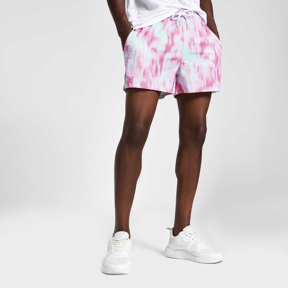 Roze slim-fit short met tie-dye