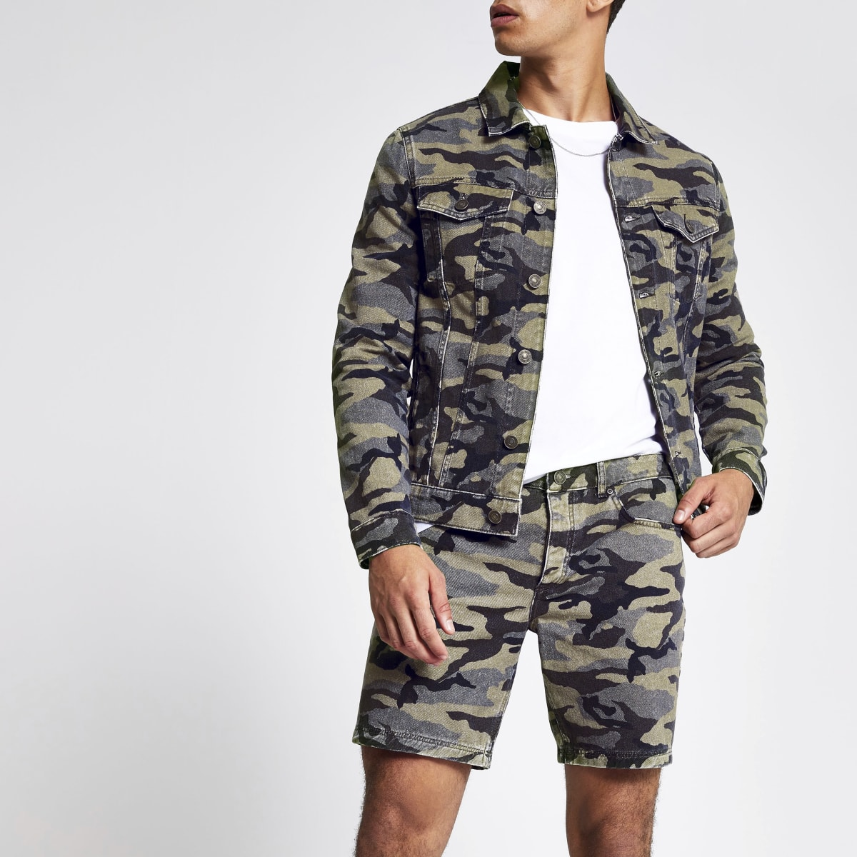 Khaki camo slim fit denim shorts