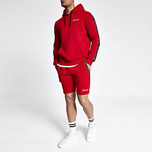 Aansluitend rood jersey shot met 'Prolific'-print