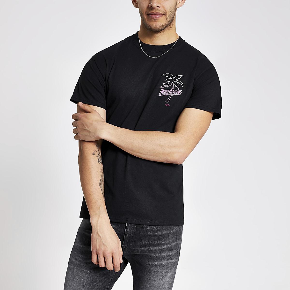 Schwarzes T-Shirt mit tropischem Print