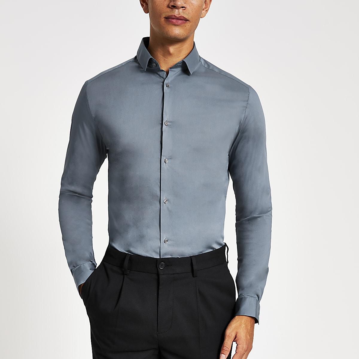 Lichtblauw strak shirt met lange mouwen