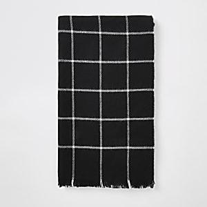 Schwarzer Schal mit Karo-Print