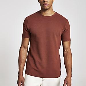 Braunes, geripptes Slim Fit T-Shirt