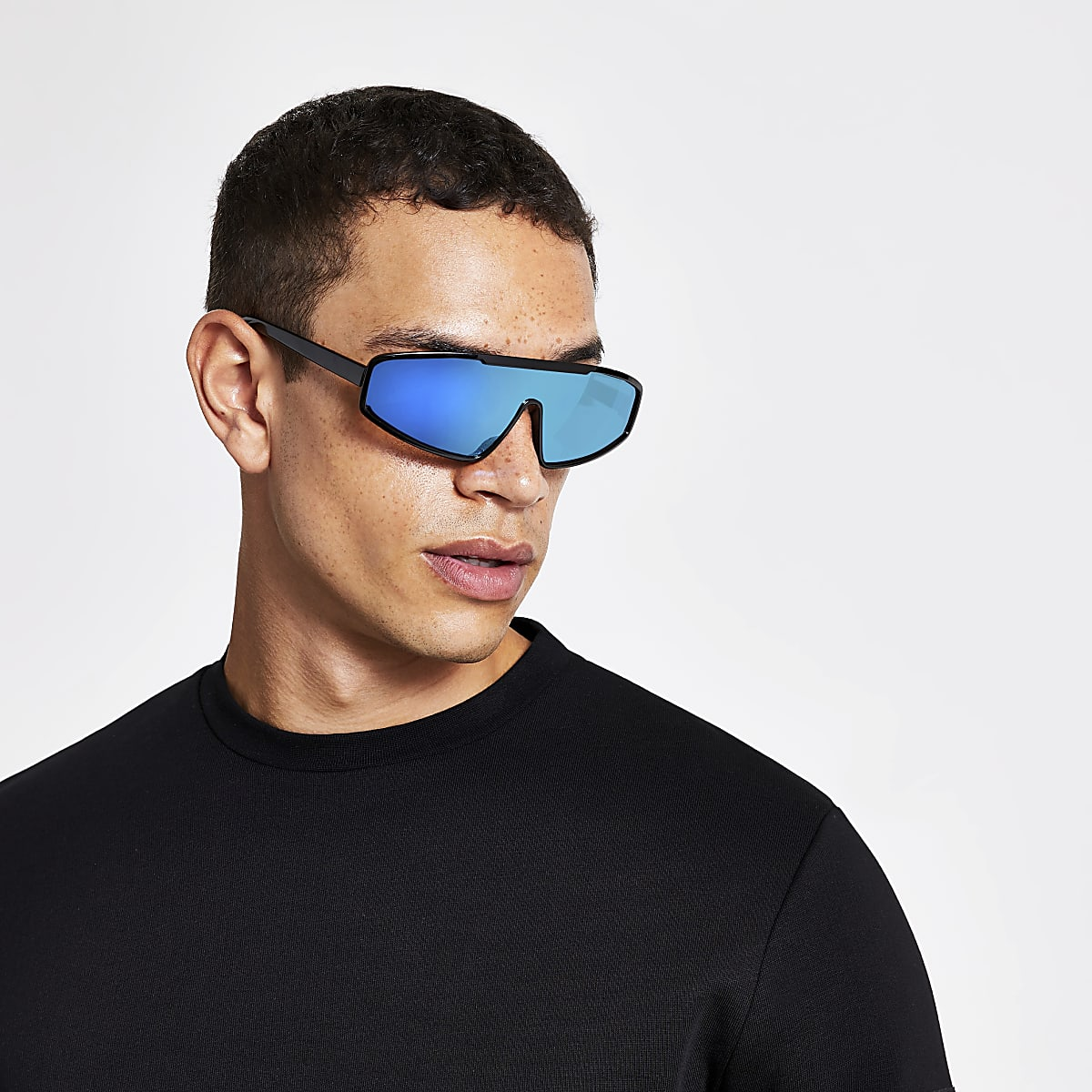 Lunettes de soleil masque noires à verres teintés bleus