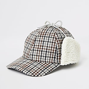 Bruine geruite hoed met borg rand