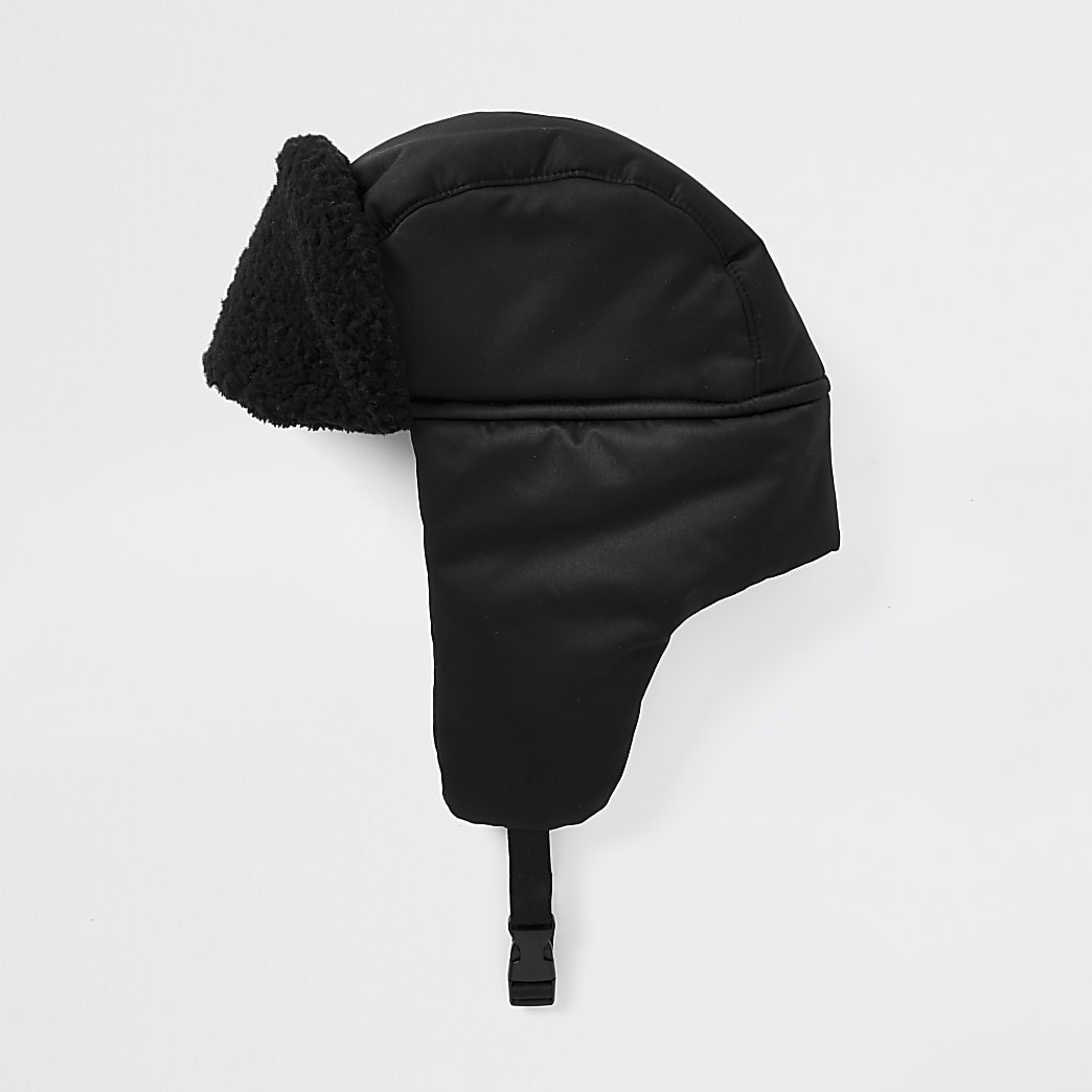 Black borg trim trapper hat
