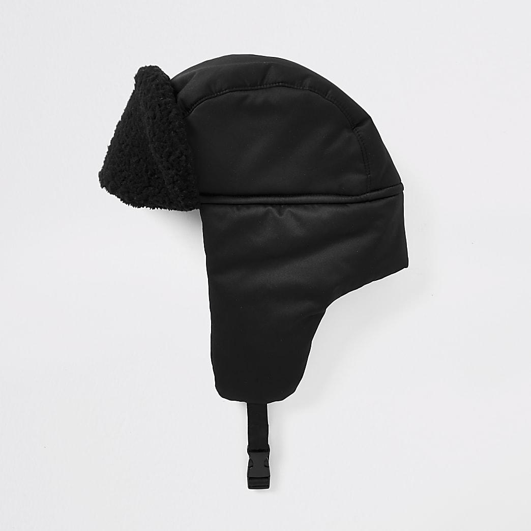 Chapka noire à bordure imitation mouton