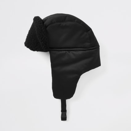 Black borg trim trapper hat