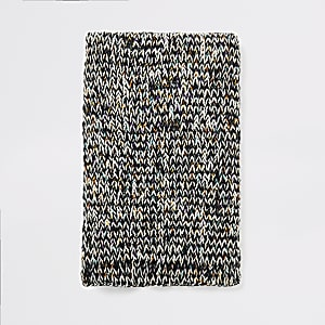Ecru gedraaide grofgebreide sjaal