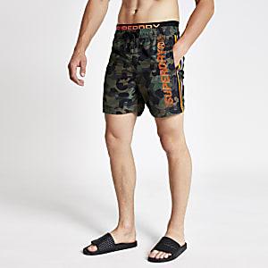 Superdry - Kaki camouflage-zwemshort met zijstreep voor jongens