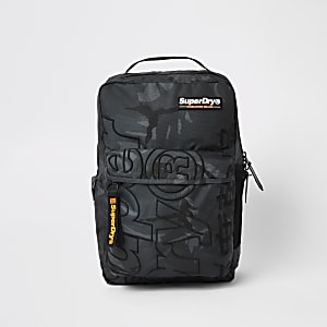 Superdry – Academic – Camouflage-Rucksack in Khaki