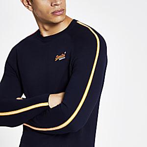 Superdry – Marineblaues Sweatshirt mit Streifen an den Ärmeln