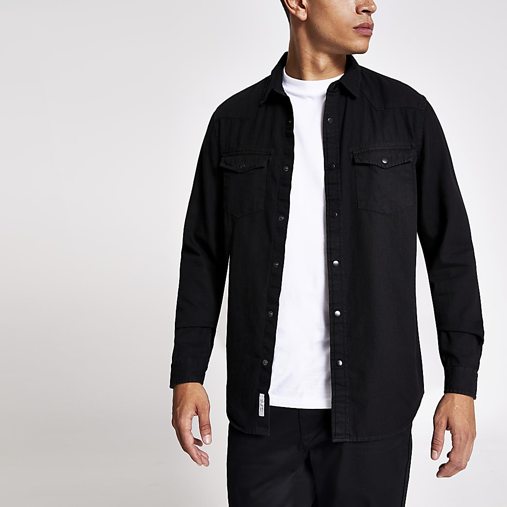 Zwart denim overhemd met dubbele borstzak en normale pasvorm