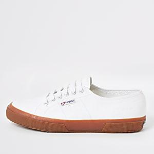 Superga – Baskets de course blanches à semelle en caoutchouc