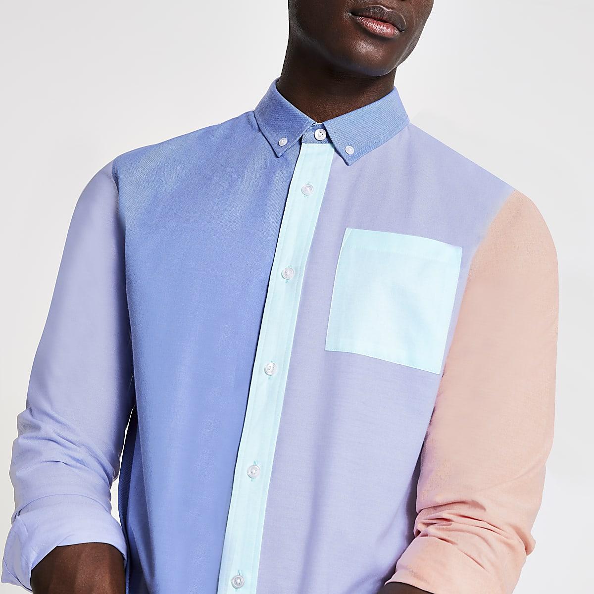 Lichtblauw overhemd met pastelkleurige kleurvlakken en lange mouwen