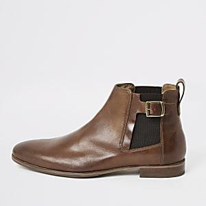Braune Chelsea-Stiefel aus Leder mit Schnalle
