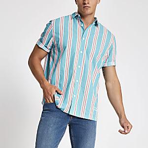 Chemise bleue à rayures et manches courtes